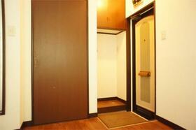 パークタウン安中IV 612号室の玄関