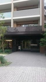 リビオ新宿ザ・レジデンス 304号室のエントランス