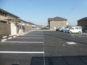 ロイヤルガーデン D 203号室の駐車場