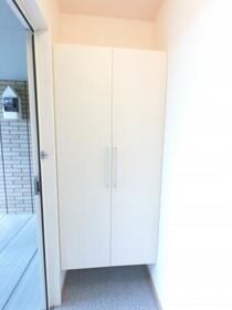 Sereno B 202号室の玄関
