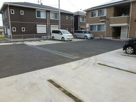 Sereno B 202号室の駐車場