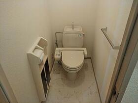 フラワーレジデンス森田 八番館 201号室のトイレ
