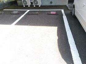 フラワーレジデンス森田 八番館 201号室の駐車場