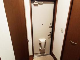 ウインドワードガーデンズ D 105号室の玄関