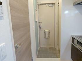 グランプレジール C 201号室の玄関