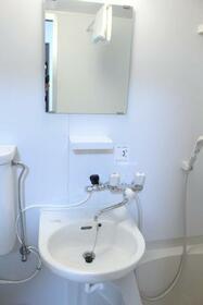 KHアパート 1F号室の洗面所