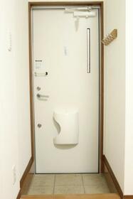 KHアパート 1F号室の玄関