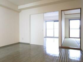 グリーンガーデン武蔵浦和 0310号室のリビング