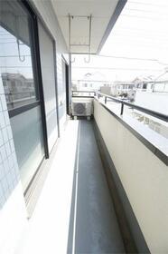メゾンテイIII 201号室の駐車場