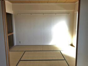 ビレッジハウス京ヶ峰タワー 0513号室の駐車場