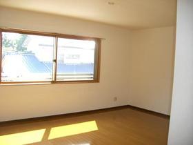 グランエスポワール Ⅱ 302号室の居室