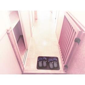 SANTAROSE 205号室の玄関