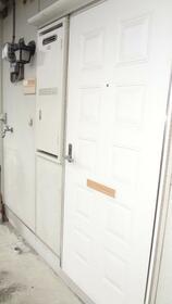 フローレンス 2F号室の玄関