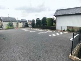 アメニティー 201号室の駐車場