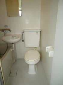 旭ハイム 102号室のトイレ