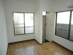旭ハイム 102号室のベッドルーム