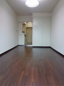 メゾン・ド・ヴェリテ 407号室のリビング