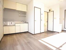 カーサビアンカ A 201号室の居室