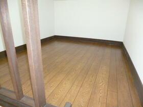 パロット弘明寺 205号室のベッドルーム