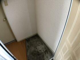 ウィン与野 101号室の玄関