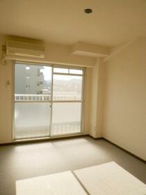 金沢八景相川ビル 402号室のリビング