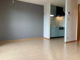 グレープハウス 201号室のリビング