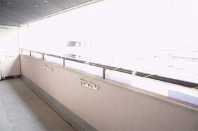 アゼリアハウス H-1号室のバルコニー