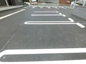サンジョルディ フロール 203号室の駐車場