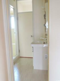 ローレルマンション斉木B 201号室の洗面所