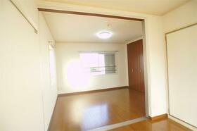 サンドゥエルCDEF棟 C202号室のリビング