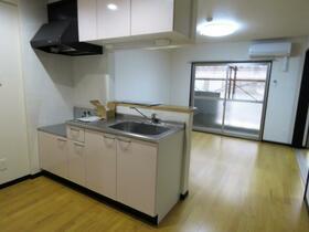 ユーミータウン 302号室のキッチン