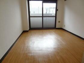 スプリーム横浜 206号室のバルコニー