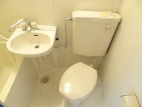 スプリーム横浜 206号室のトイレ