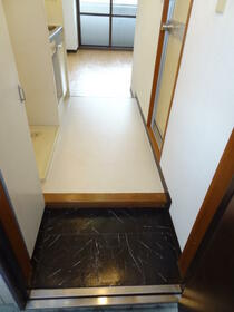 スプリーム横浜 206号室の玄関