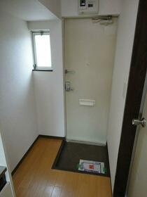 クリンピア 201号室の玄関