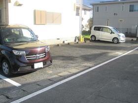 浅見ハイツ 101号室の駐車場