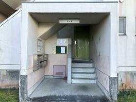 ビレッジハウス森1号棟 0503号室のエントランス