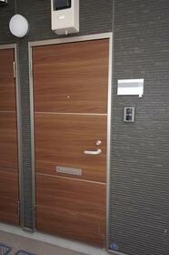 ヒルズ山手Ⅳ 201号室の玄関