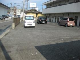 北村ハイツ 104号室の駐車場