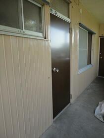 泉ハイツ 201号室の玄関