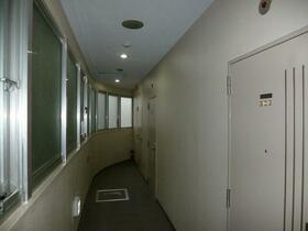 ロイヤル石川町 301号室の玄関
