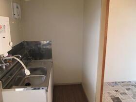 ハウス清水 205号室のキッチン