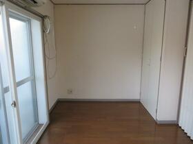 旭横浜ビル 304号室のリビング