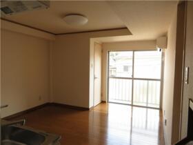 パークサイドハウス三浦 202号室のリビング