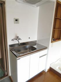 パークサイドハウス三浦 202号室のキッチン