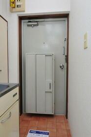 メゾン・ド・アドミレ 0203号室の玄関