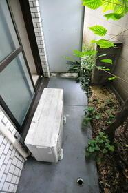 メゾン・ド・サペン 0107号室の庭