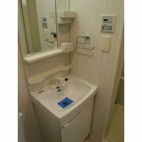 ルクレ西新宿(旧PARK SQUARE西新宿) 0504号室の洗面所