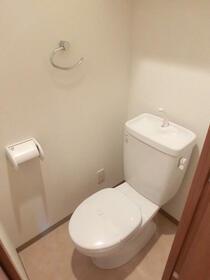 スカイコートヌーベル中村橋 302号室のトイレ