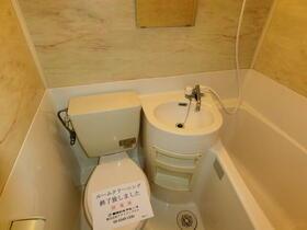 モナークマンション代々木上原 0105号室のトイレ